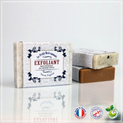 Savon traditionnel exfoliant à l'amande douce